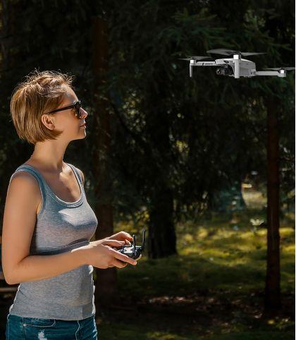 DRONE AVEC CAMERA 4K STABILISEE ET GPS